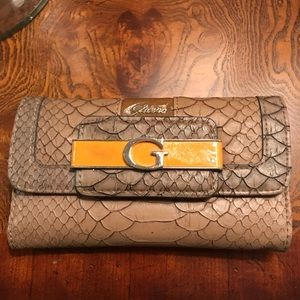 Guess Trifold Wallet